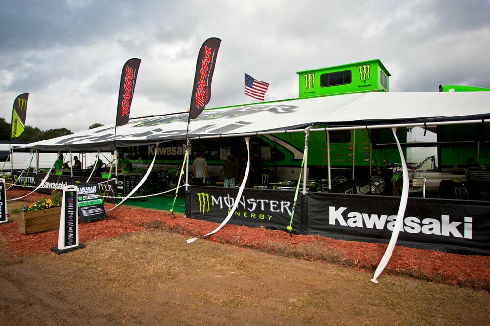 Kawasaki Team Green track-side support MR2_3664 1000x667