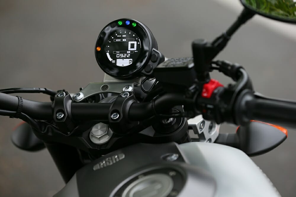 Yamaha XSR900 Plenty Of Modern Tech Has Been Shoved Into That Retro Styled Dash