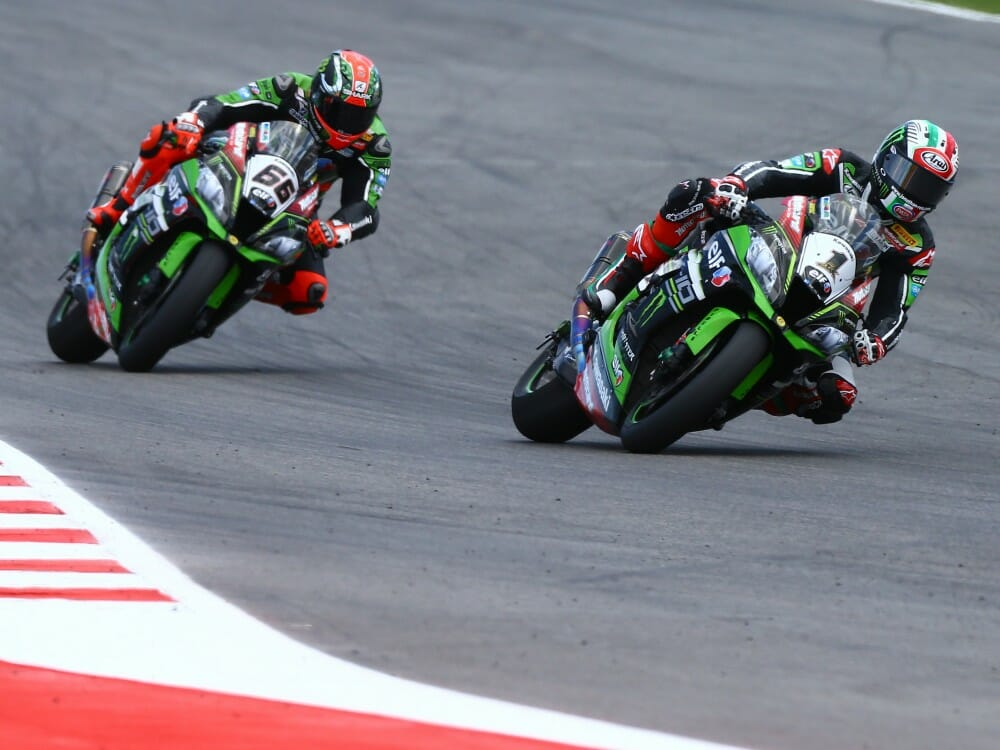 Jonathan Rea leads Tom Sykes at Mizano WorldSBK