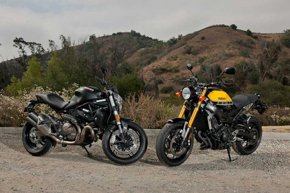 Ducati Monster  Vs Yamaha Fz