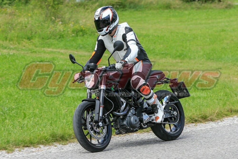 Wolflangengl likewise Bmw K100 Tracker furthermore Triumph Bonneville Bobber Ten Things furthermore File Principe frein tambour besides Wolflangengl. on cylinder cover