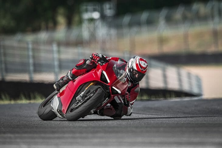 Ducati_Panigale_V4_cornering