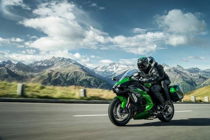 Kawasaki_H2_SX_riding
