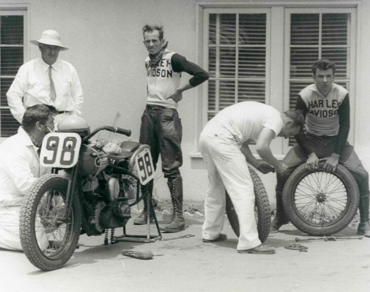 Tom Sifton (in hat) with racers Floyd Emde and Joe Leonard. (Don Emde Collection)