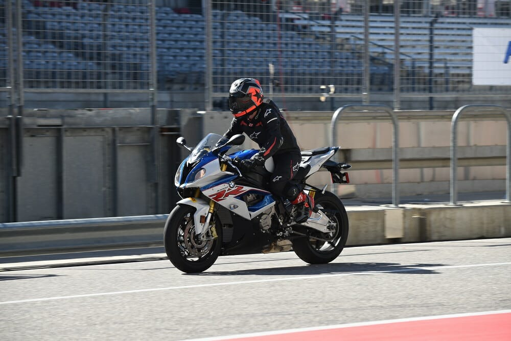 BMW HP4 Race vs. BMW S 1000 RR