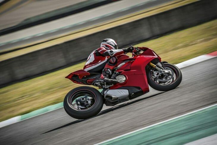 Ducati_Panigale_V4_corner