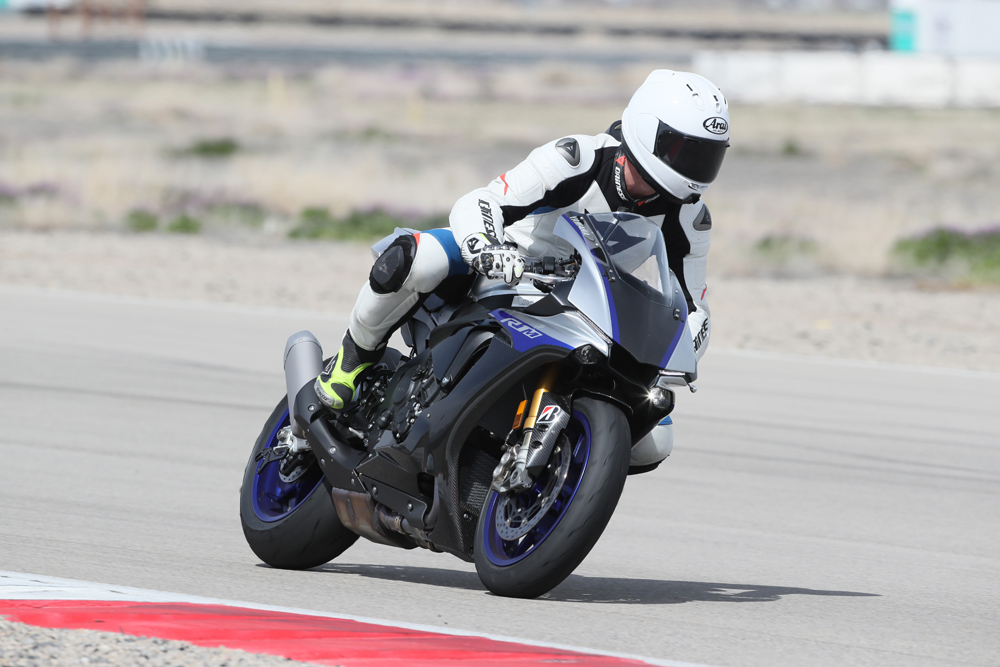 2018 Yamaha YZF-R1 and YZF-R1M | FULL TEST - Cycle News