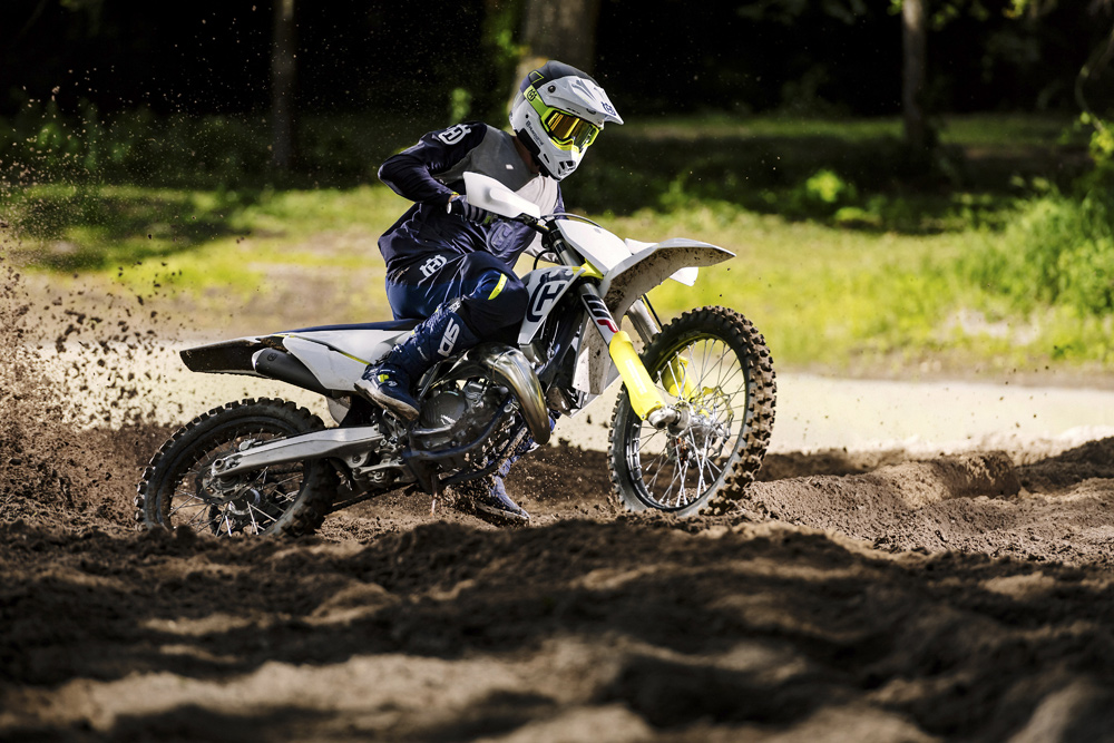 Just 192.9 pounds, the TC 125 is as you would expect super agile and easy to throw around.