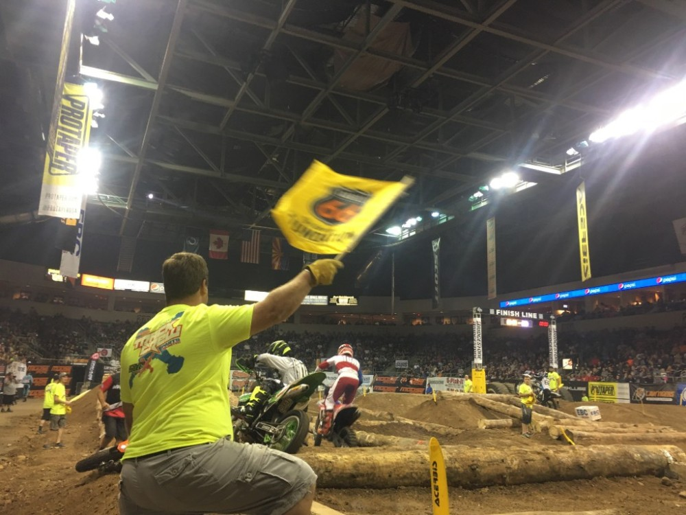 endurocross-flagger