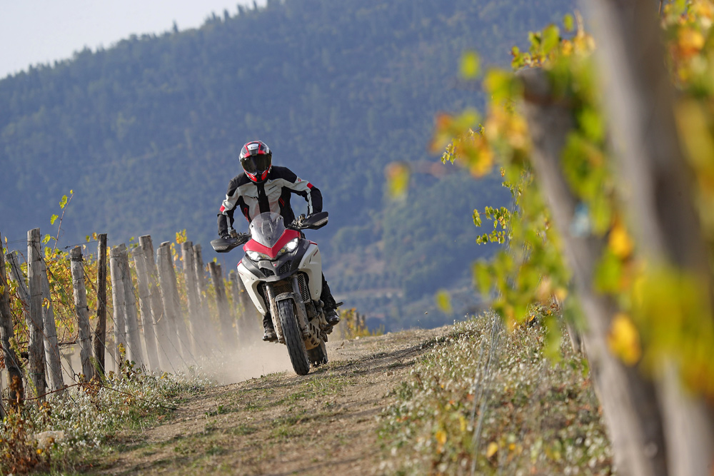 If there's one thing I love about Italy, it'd be user-friendliness of the Multi Enduro 1260's engine, which can be smoothly ridden from about 2500 rpm. Oh, and the vineyards.