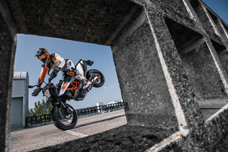 2019 KTM 690 SMC R First Look 10