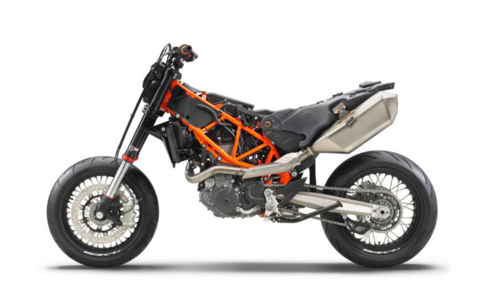 2019 KTM 690 SMC R First Look 3