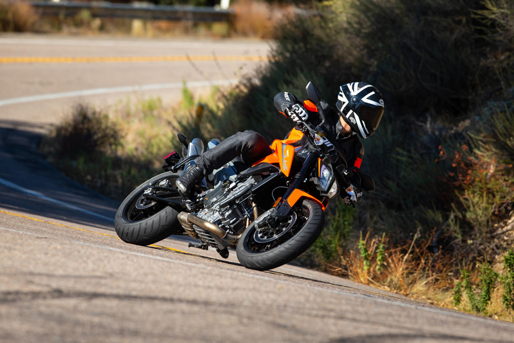 This KTM 790 Duke hunts apexes for sport.