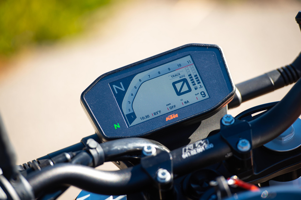 All of the various power modes and rider aid settings are intuitively selected from the 790's full color TFT display