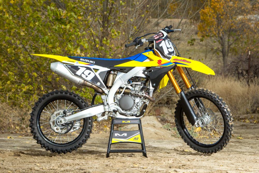 On the CN scale, the new RM-Z250 weighs 238 pounds, ready to race (fully fueled), which is the same as the 2019 Kawasaki KX250 and Yamaha YZ250F.