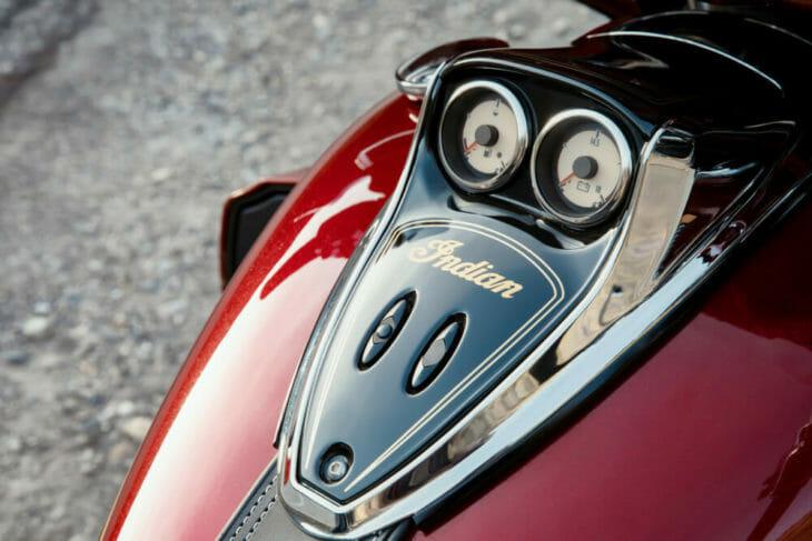 2019 Indian Roadmaster Elite dials