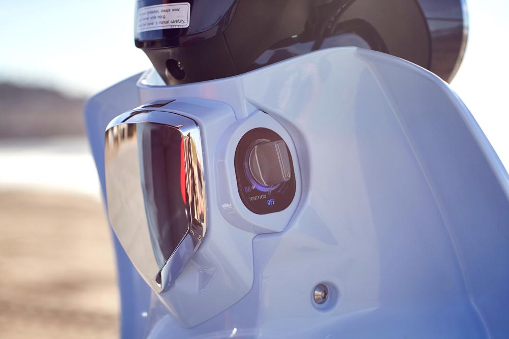 The 2019 Honda C125 Super Cub has Honda's Smart Key option.