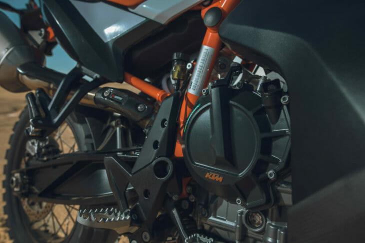 2019 KTM 790 Adventure R motor shot