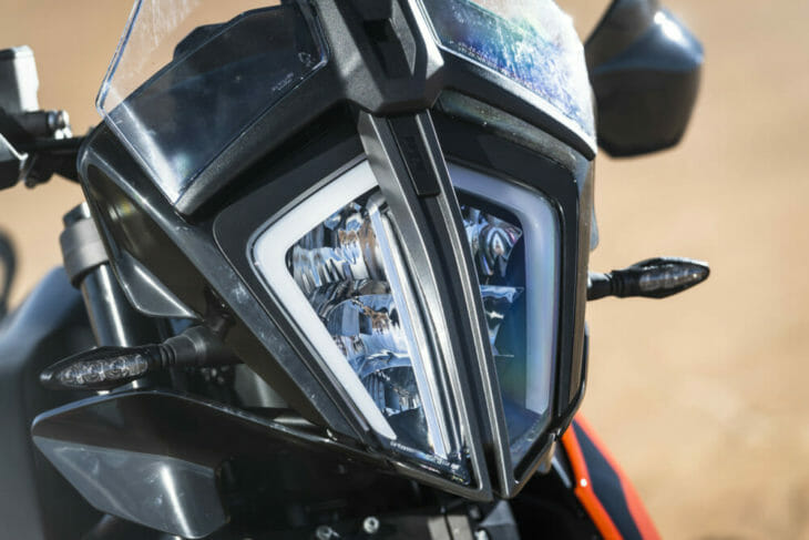 2019 KTM 790 Adventure R review headlight
