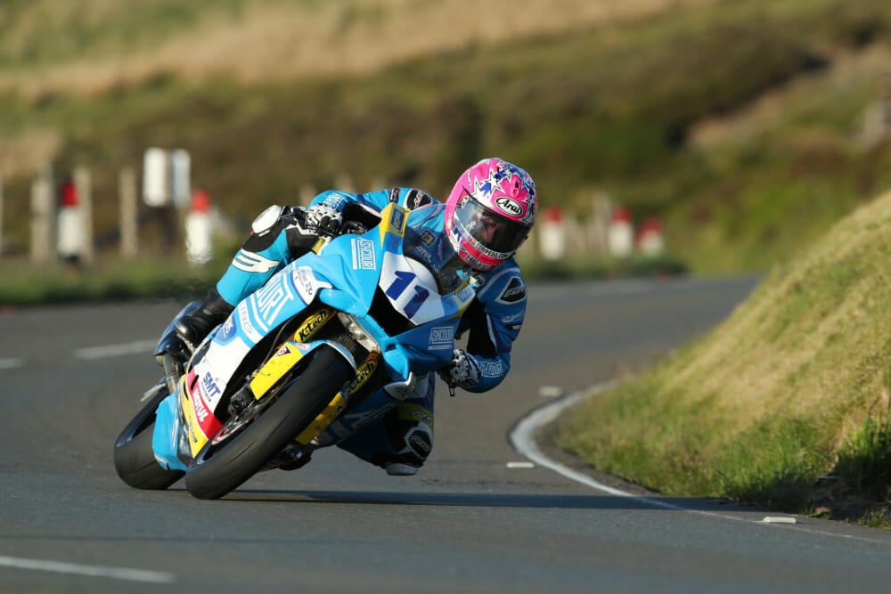 Lee Johnston (Ashcourt Racing BMW) on his Superstock mount.