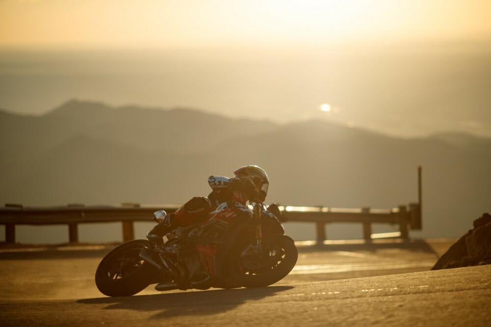 Carlin Dunne on a Pikes Peak corner