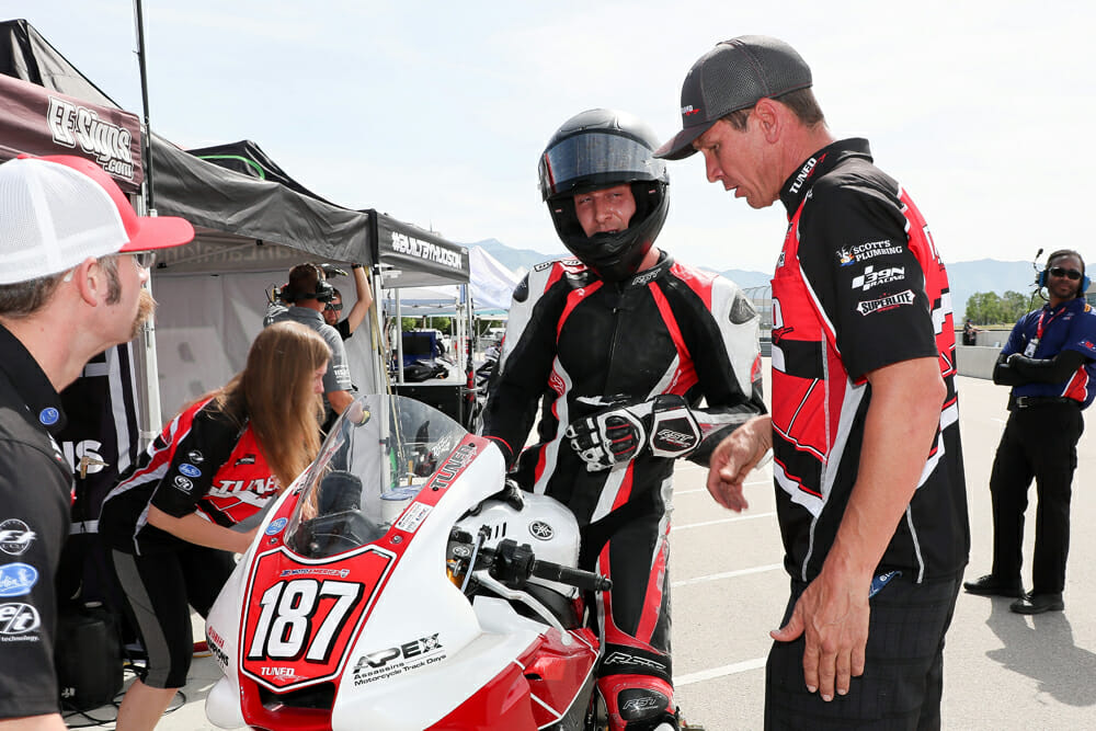 Mike Pond (left) has a chat with his clearly knackered Stock 1000 rider Justin Delong at Utah.