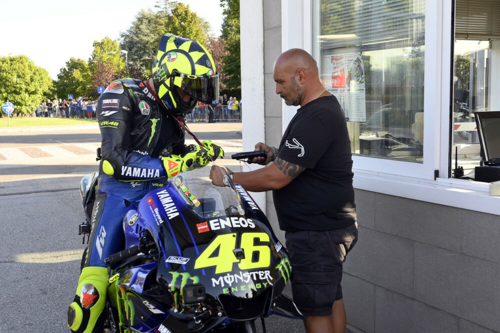 Rossi rides his YZR-M1 from the VR46 Motor Ranch to the Misano World Circuit as a pre-San-Marino-GP stunt.