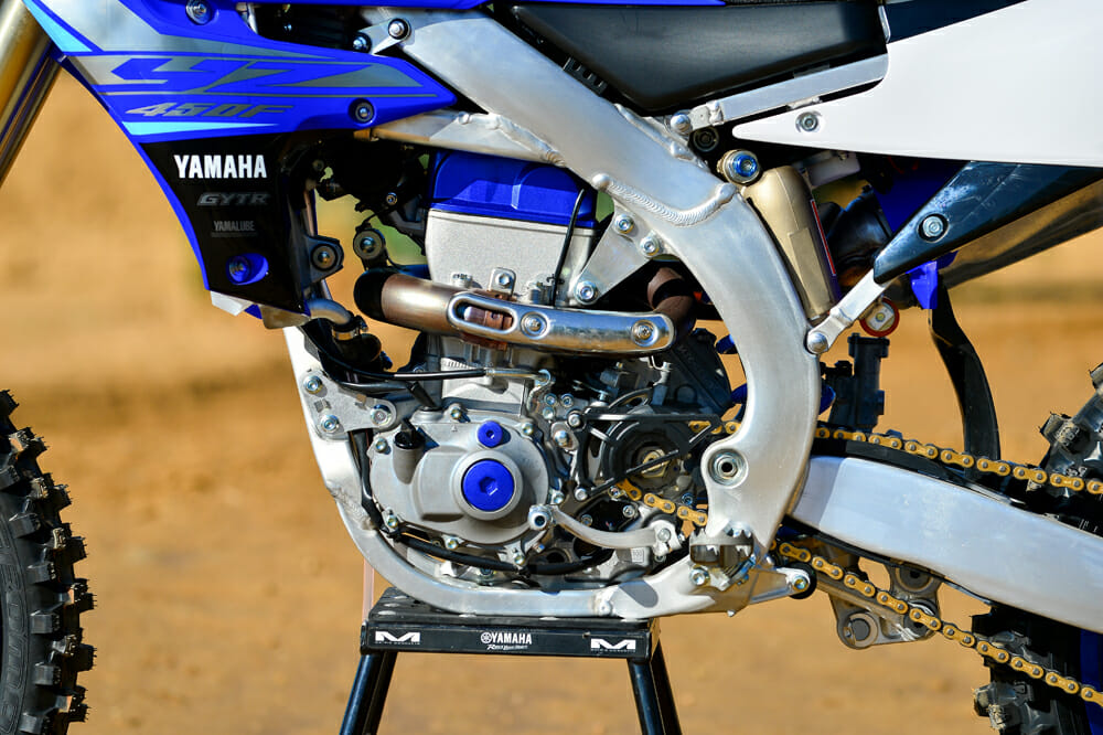 A new cylinder head improves both engine and handling performances of the 2020 Yamaha YZ450F.