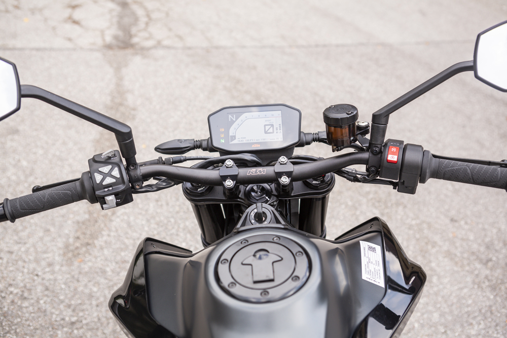 Switchable Bosch 2-channel ABS is fitted as standard on the 2020 KTM 890 Duke R for Euro 4 compliance, with a light-sensitive full color TFT dash.