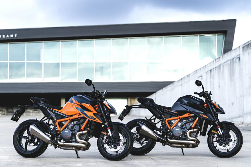 2020 KTM 1290 Super Duke R in White/Orange and Black