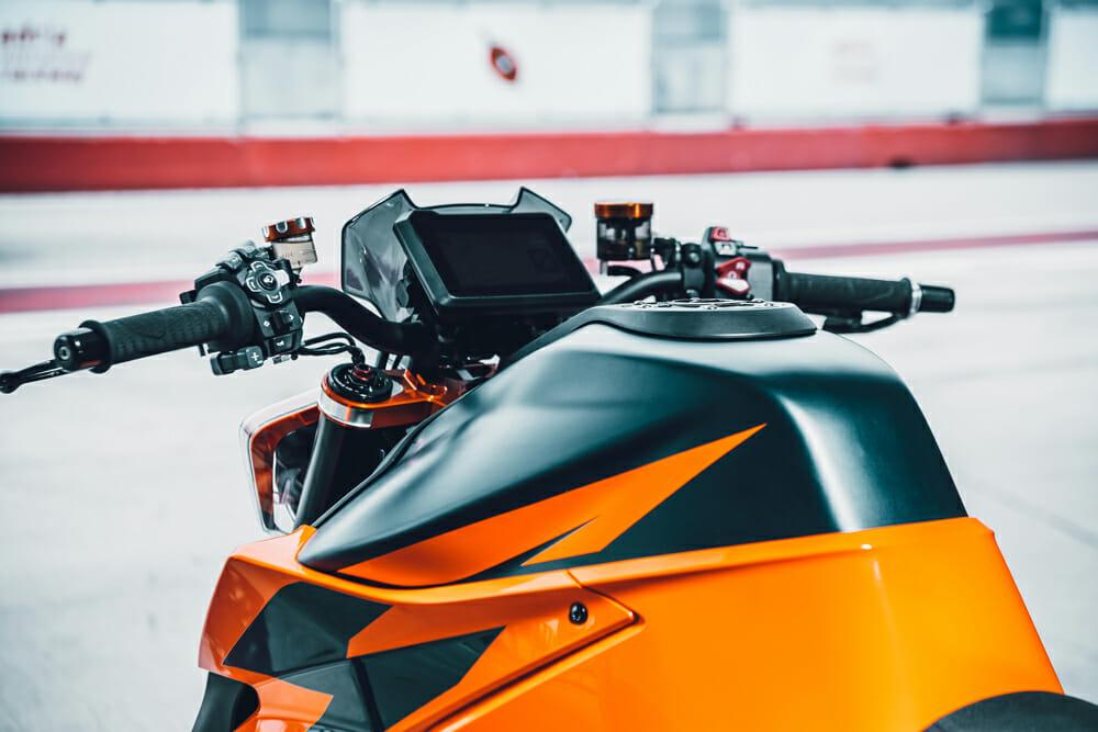 2020 KTM 1290 Super Duke R Dash