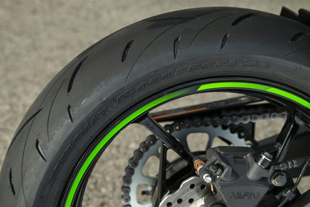 The 2020 Kawasaki Ninja 650 has Dunlop Sportmax Roadsport 2 tires.
