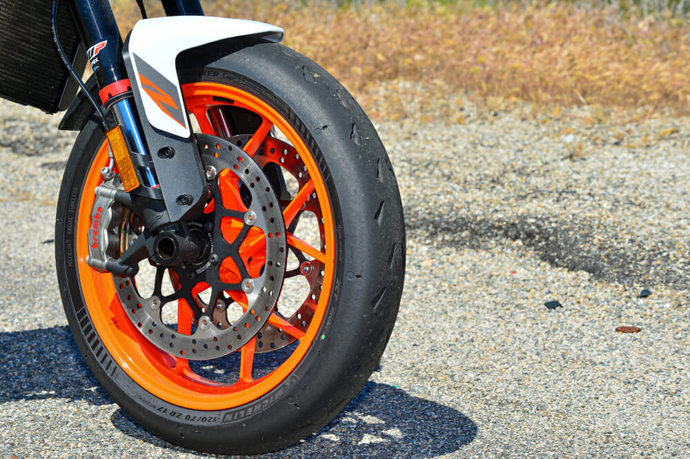 The Brembo Stylema calipers and larger 320mm discs offer incredible stopping power for the 2020 KTM 890 Duke R.