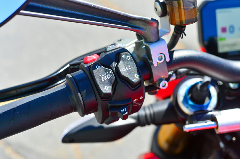 The 2020 Ducati Streetfighter V4 S does not have cruise control.