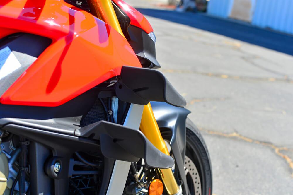 The 2020 Ducati Streetfighter V4 S has winglets.