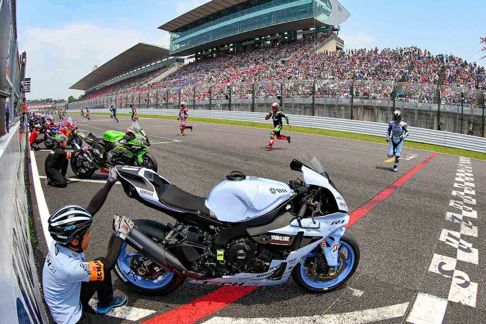 2019 Suzuka 8 Hours race start