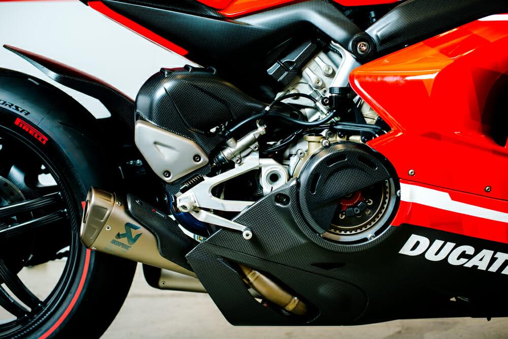 The 2020 Ducati Superleggera V4 has a dry clutch.