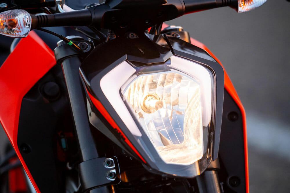 2020 KTM 200 Duke headlamp