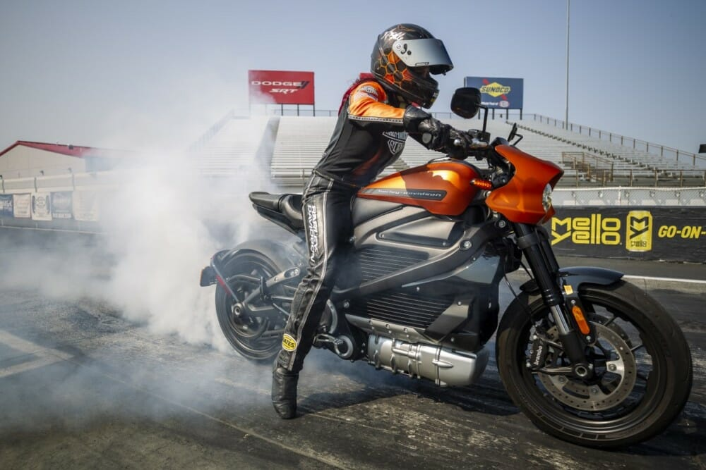 Harley-Davidson LiveWire Sets New World Records at EV Racing Exhibition
