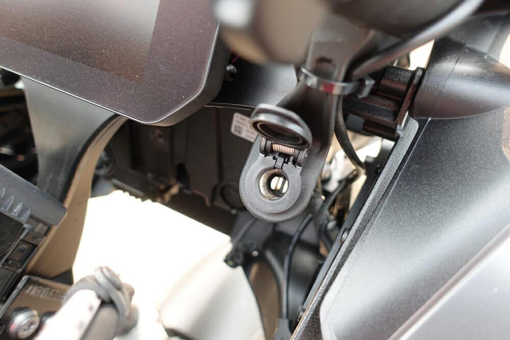 2020 BMW R 1250 GS windscreen adjuster knob